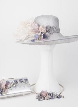conjunto con plumas en color plata y rosa
