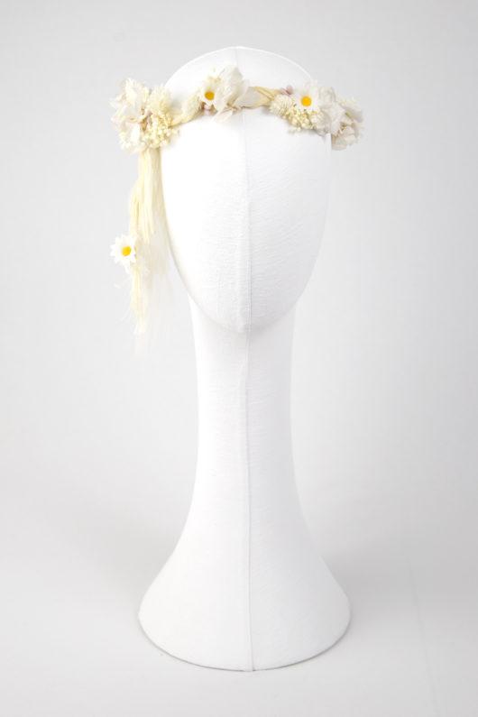flores y corona trenzada para novia o comunión