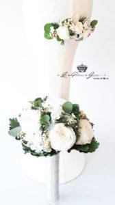Peineta de novia y ramo de flor liofilizada