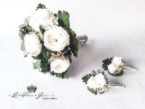 Bouquet clásico en tonos blancos y verdes