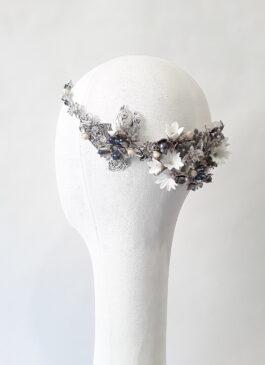corona metálica en tonos plata y azul