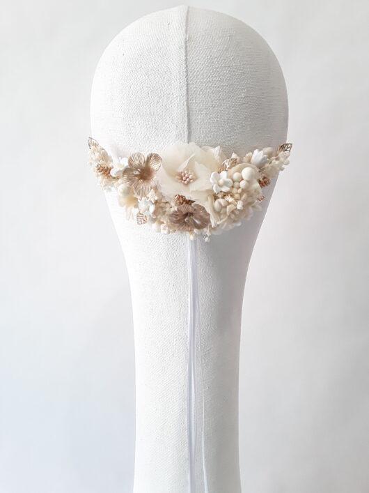 tocado de novia en flor de porcelana y preservada